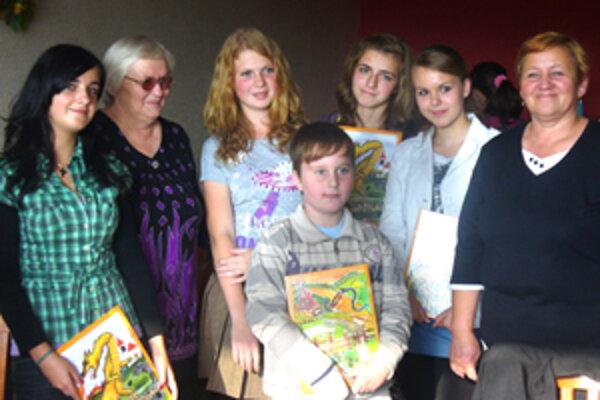 Na septembrovej prezentácii nechýbala autorka Eva Kurjaková (druhá zľava).