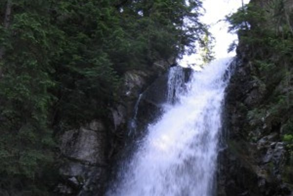 Roháčsky vodopád. Patrí k najnavštevovanejším oravským lokalitám.