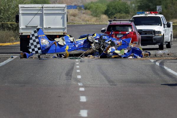 Lietadlo sa zrútilo na ulicu vo Phoenixe