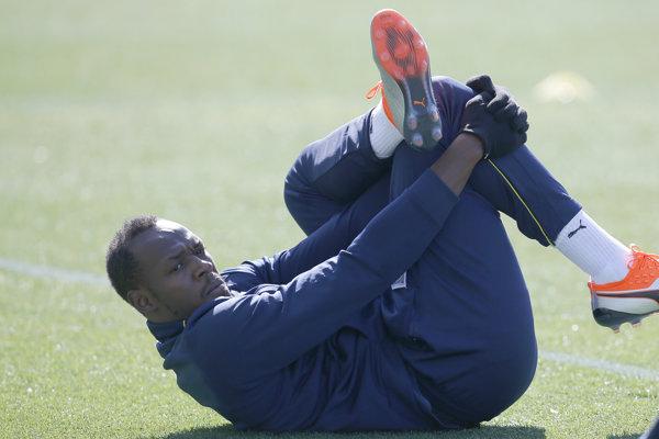 Usain Bolt odštartoval tréningovú skúšku v austrálskom futbalovom klube Central Coast Mariners.