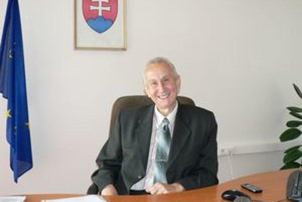 Jozef Bajčičák opäť naplno šéfuje dolnokubínskemu úradu práce, ale suž novou, mladšou azdravou pečeňou.
