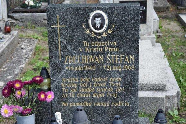 Jednou z obetí okupačných vojsk bol aj 28-ročný Štefan Zdechovan. Pochovaný je na mučínskom cintoríne.