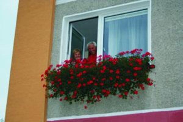 Komisia určila, že najkrajšie kvetinové okná na Banisku mali toto leto Pisarčíkovci.