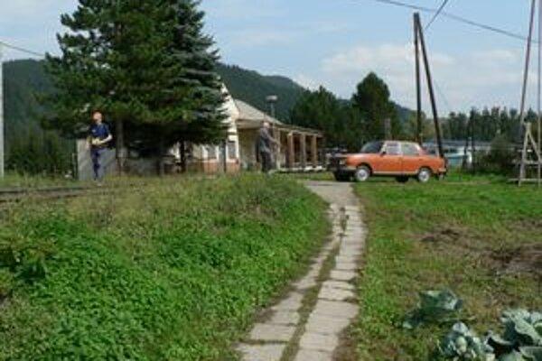 Obyvatelia mestskej časti Mokraď by uvítali namiesto tohto provizórneho poriadny chodník, ktorým si skracujú cestu z práce či zo školy a zároveň by ich prepojil s Kňažou.