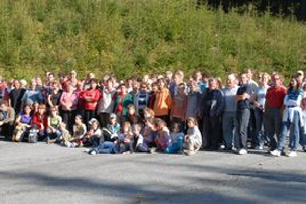 Všetci účastníci slávnostného ukončenia projektu v Roháčoch.