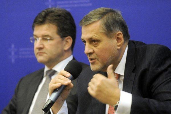 Miroslav Lajčák aj Ján Kubiš sú skúsenými diplomatmi a v Smere v nich vidia vhodných kandidátov na prezidenta.
