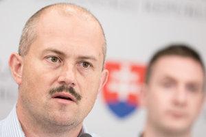 Predseda strany Kotleba - Ľudová strana Naše Slovensko (ĽSNS) Marian Kotleba a poslanec NR SR za stranu ĽSNS Milan Uhrík.