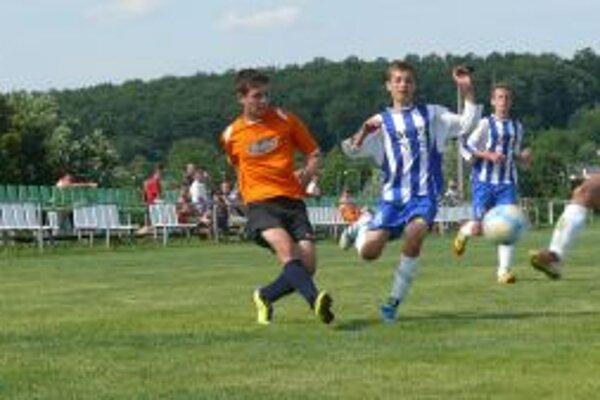 POvažskobystričania (v oranžovom) zdolali Nitru a vyhrali turnaj.