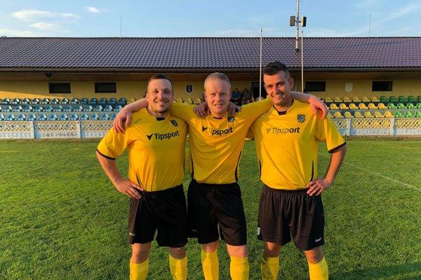 Trio zLudaníc: Bisák, Matejčík aČerňan ml. – odchovanci OFK, ktorí od žiakov hrávajú stále spolu.
