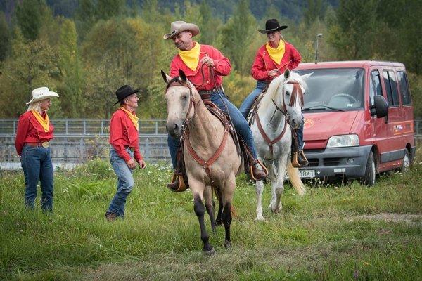 Pony Express vznikol v čase osídľovania Ameriky v r. 1860 ako najrýchlejší spôsob prepravy pošty krížom cez kontinent.