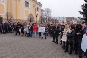 45fdafd5c5 Pozrite si fotky z dnešného protestného zhromaždenia učiteľov v Topoľčanoch.Ondrej  Šomodi1. feb 2016