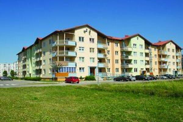 Dlh nájomníkov voči mestu je asi 270 tisíc eur.