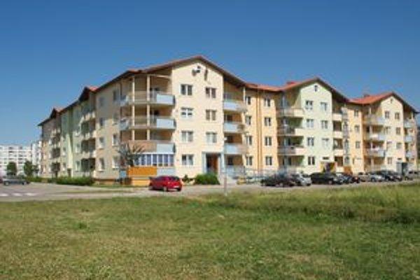 Nájomníci bytov nechú platiť sto eur za notársku zápisnicu.