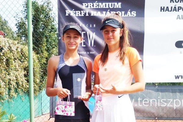 Ana Šabíková (vľavo) spolu s Denisou Hanákovou z Brna získali striebro vo štvorhre.
