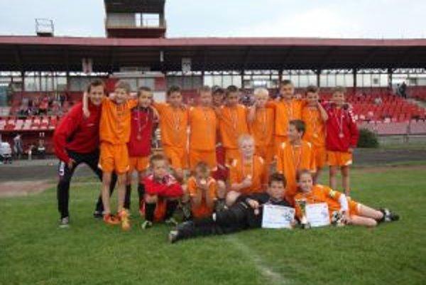 Žiaci FK Raven Pov. Bystrica obsadili tretie miesto.