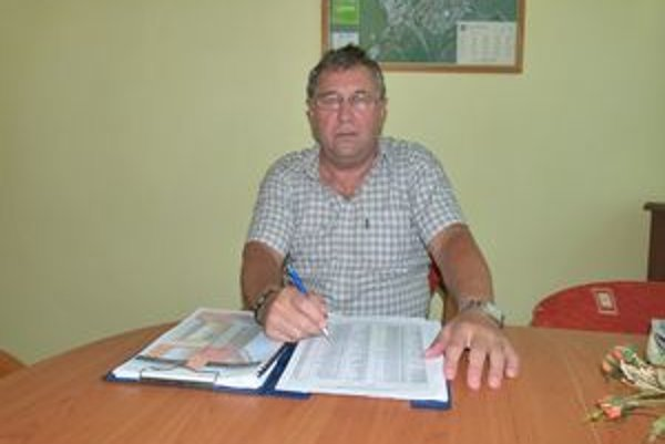 Tibor Fodor pravidelne presviedča nájomníkov, aby súhlasili so zateplením.