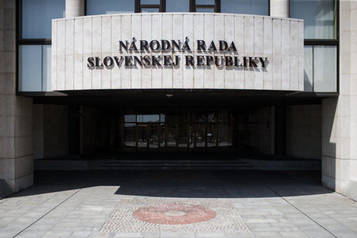 Kancelária Národnej rady zachytila listy s podozrivou látkou - domov.sme.sk