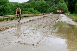 Problémy s bahnom sa v Rokycanoch a okolí opakujú častejšie. Tatko vyzerala cesta pri obci po búrke pred niekoľkými rokmi.