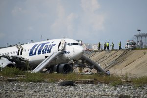 Všetkých pasažierov okamžite evakuovali.