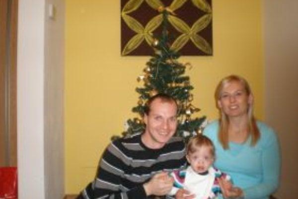 Rodinná fotka: Zľava Richard Sedlár, manželka Katka a dcérka Natálka.