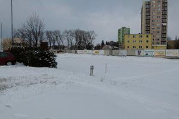Parkovisko bude za budovou bývalého bitúnku.