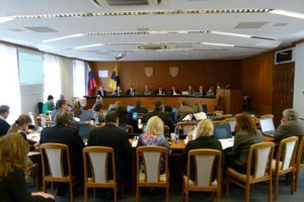 Zvýšenie poslanci schválili bez  pripomienok.