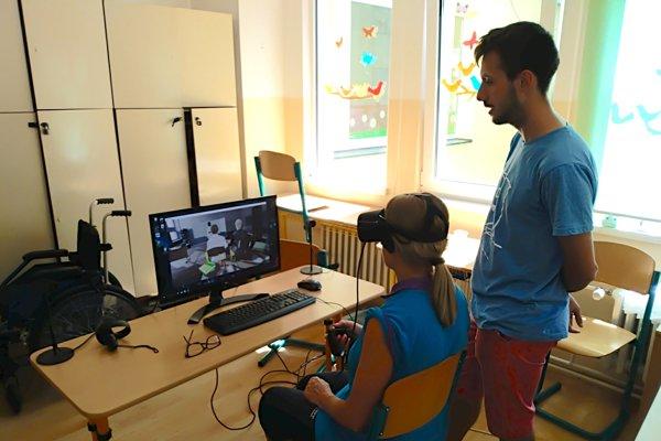 Vďaka simulátor autizmu s virtuálnou realitou môžeze na vlastnom tele pocítiť, ako vnímajú svet ľudia s touto špecifickou vývinovou poruchou.