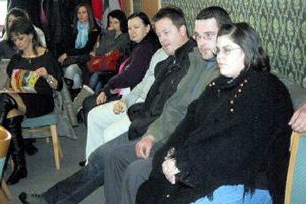 Na ďalšie fungovanie zimného štadióna sa vo februári pýtali poslancov aj rodičia.