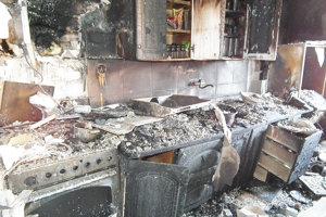 Kuchyňa zhorela do tla. Horieť začala v digestore.