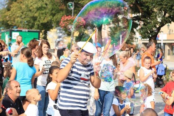 V Handlovej sa zabávali s bublinkami.