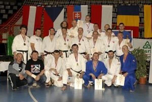 Pretekári Judo klubu Sparta Pov. Bystrica v kategórii Masters.