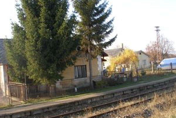 Železničná stanica v Malom Záluží slúži ako obytný dom.
