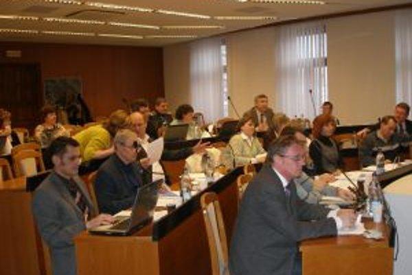 Topoľčianski poslanci schválili odporúčajúce uznesenie o nemocnici pre svojich krajských kolegov.