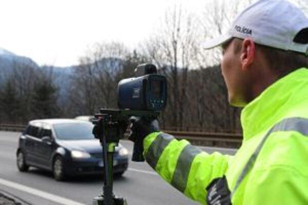 Policajti sa pri akcii zamerajú aj na dodržiavanie rýchlosti.