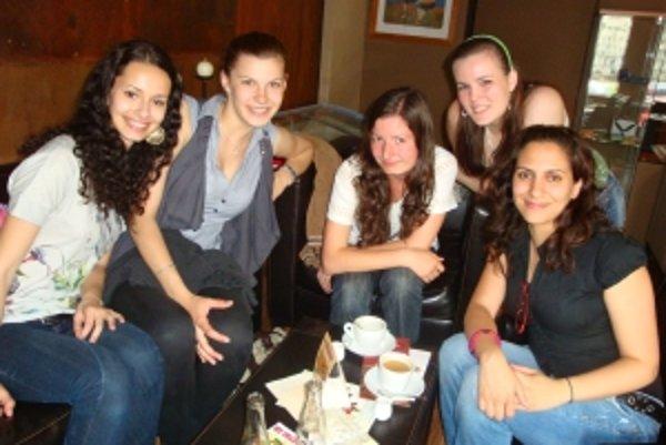 Barbara Školoutová, Monika Matejovičová, Blažena Hamadová, Mária Streďanská a lektorka Maria José Santiago Guttierez.(sprava)