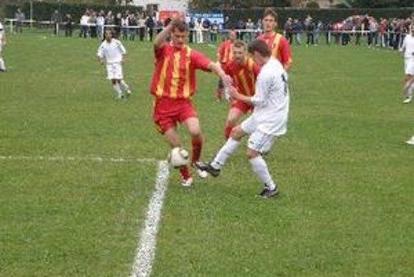 Futbalisti Krtoviec porazili v zápase o prvé miesto Tovarníky 3:0.