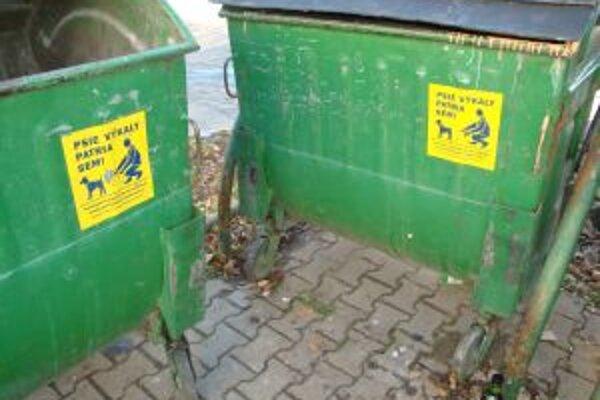 Mesto plánuje postaviť psie výbehy aj so špeciálnymi kontajnermi. Do tej doby však musia ľudia využívať tie na komunálny odpad.