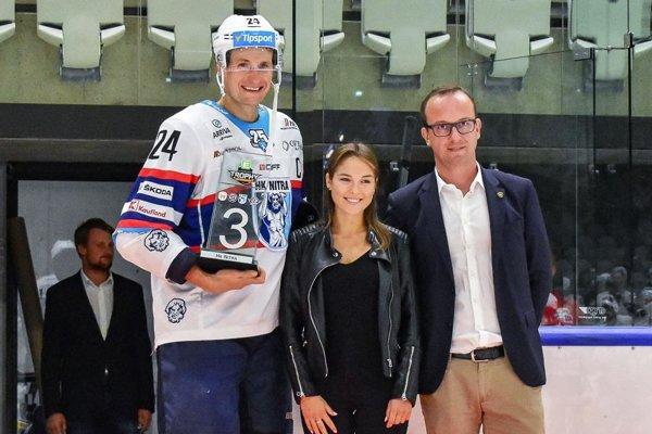 Kapitán Branislav Mezei prevzal cenu za 3. miesto.