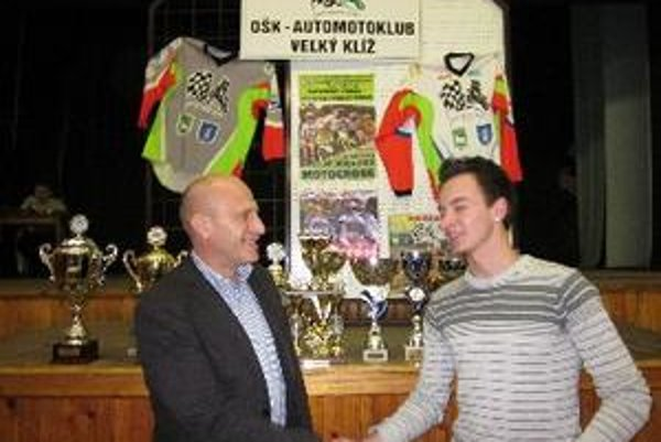 Tomášovi poďakoval za jeho výkon a reprezentáciu  v roku 2010 sponzor pán Gabriel Rehák.