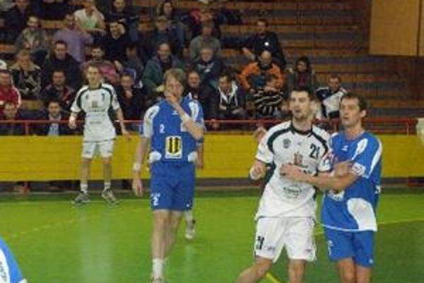 Hádzanári vonku prehrali o dva góly.
