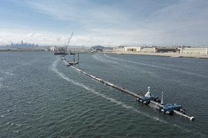 Plastový odpad vo vodách svetových oceánov predstavuje vážny problém.
