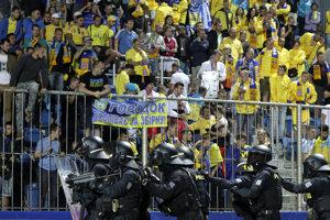 Fanúšikovia Ukrajiny v Uherskom Hradišiti.