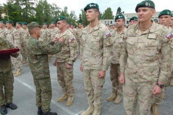 Vojakov ocenili za výborné plnenie operácie ISAF.