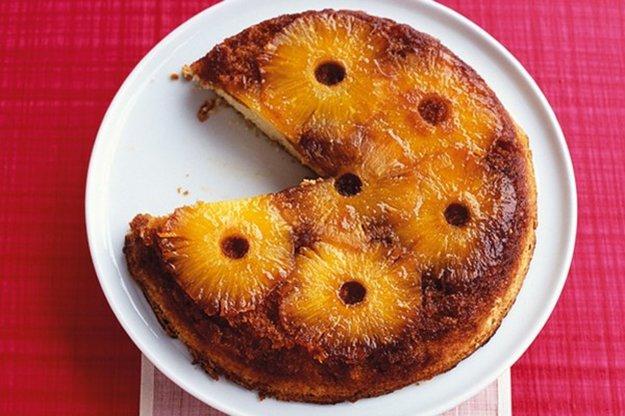 Prevrátený koláč s ovocím