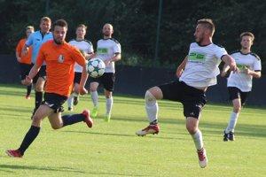 Oravské derby skončilo víťazne pre domáce družstvo (v bielom).