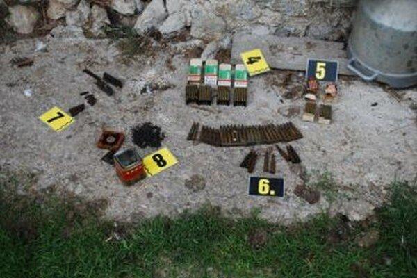 Po domovej prehliadke našli policajti veľa nebezpečnej munície.