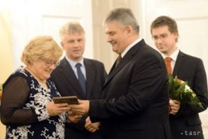 Janka Žilinská si prebrala cenu od ministra Richtera.