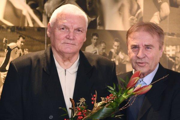 Anton Švajlen (vľavo) a Ladislav Petráš, dve veľké postavy slovenského futbalu.