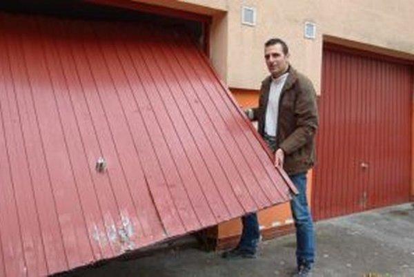 Vladimír Polakovič sa už pol roka nevie dostať do garáže.