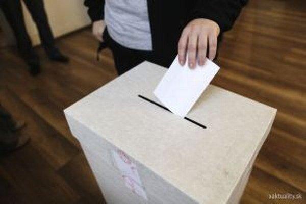 V Turci sa podľa správ z jednotlivých volebných komisií odhaduje približne 50-percentná volebná účasť.